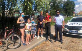 Смоленские полицейские проводят велопрактикумы по дорожной безопасности