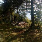 Под Смоленском на берегу водохранилища образовалась стихийная свалка