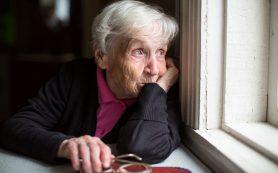 Медик посоветовал пожилым смолянам изолироваться от внуков
