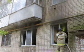 Пожарные спасли двух женщин из горящей квартиры в Смоленске