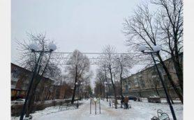 Сквер на улице Ломоносова в Смоленске подготовили к Новому году