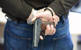 В смоленском райцентре рецидивист с пистолетом ограбил магазин