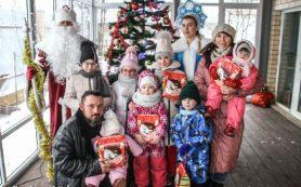 Дед Мороз пришел в гости к многодетной семье в Заднепровском районе Смоленска