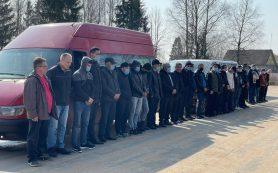 Смоленские пограничники обнаружили в трех микроавтобусах 29 нелегалов