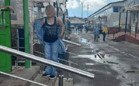 В Смоленске неадекватная покупательница покусала сотрудницу магазина