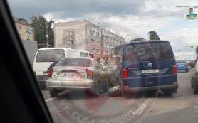 В Смоленске в жесткой аварии пострадал 19-летний пассажир