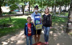 Смоленские полицейские помогают семьям собрать детей в школу