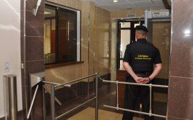 В Смоленской области алиментщика поймали в здании суда и «прижали к стенке»
