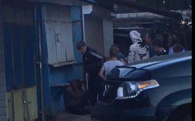 Под Смоленском толпа подростков жестоко избила мужчину на рынке